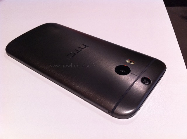 New-HTC-One-dummy-1