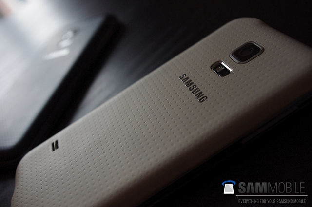 Samsung-Galaxy-S5-mini-pictures-leak-1