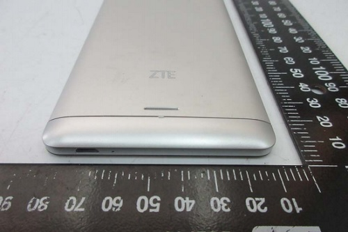 zte-blade-v580-bottom-view
