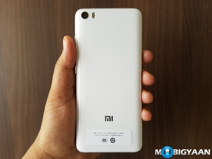 xiaomi-mi-5-hands-on-rear-view
