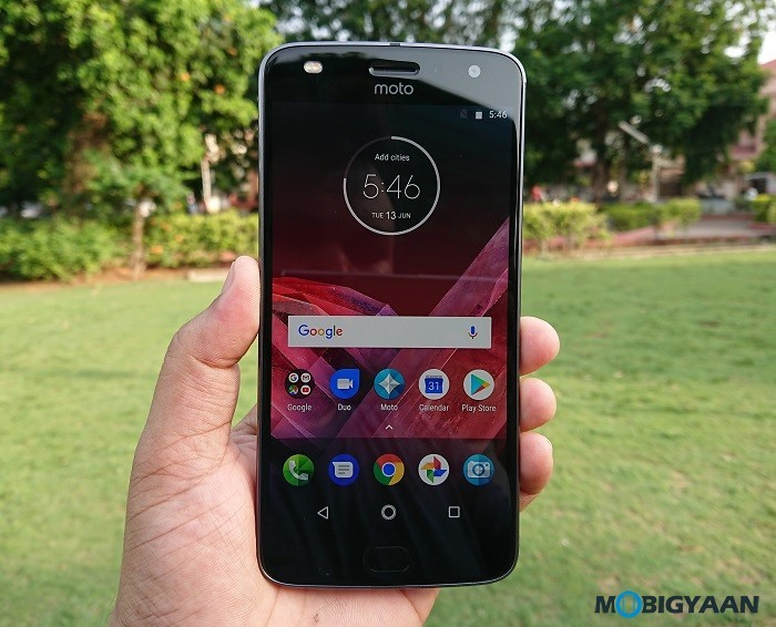 Motorola-Moto-Z2-Play-Hands-on-Review-Images-4