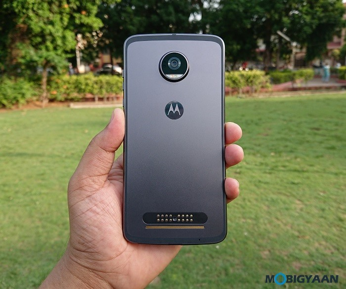 Motorola-Moto-Z2-Play-Hands-on-Review-Images-5