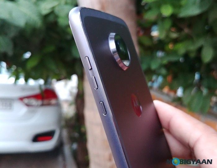 Motorola-Moto-Z2-Play-Hands-on-Review-Images-9