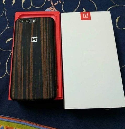 oneplus-5-leak-retail-box-phone-case-1