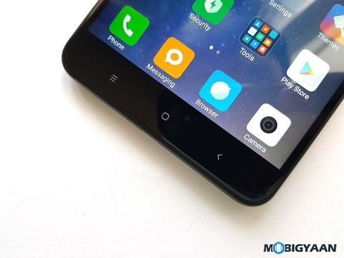 Xiaomi-Mi-Max-2-Hands-on-Review-Images-Big-in-size-Big-in-battery-7