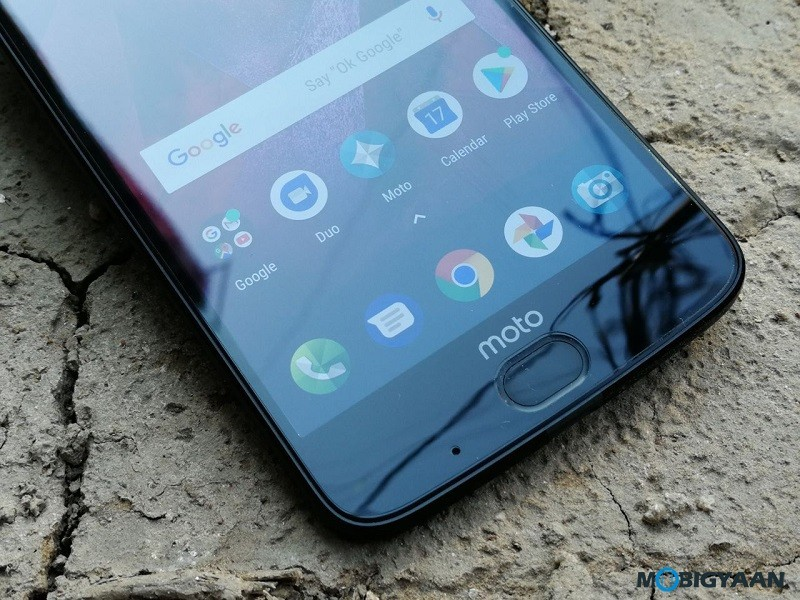 Motorola-Moto-Z2-Force-Hands-on-Review-Images-3