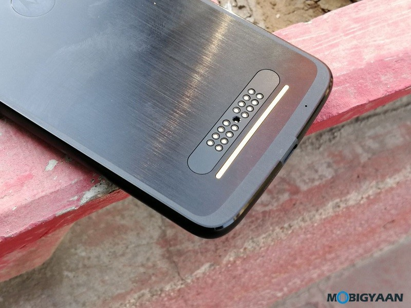 Motorola-Moto-Z2-Force-Hands-on-Review-Images-7