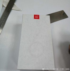 alleged-oneplus-6t-leaked-retail-box-design-3-298x300