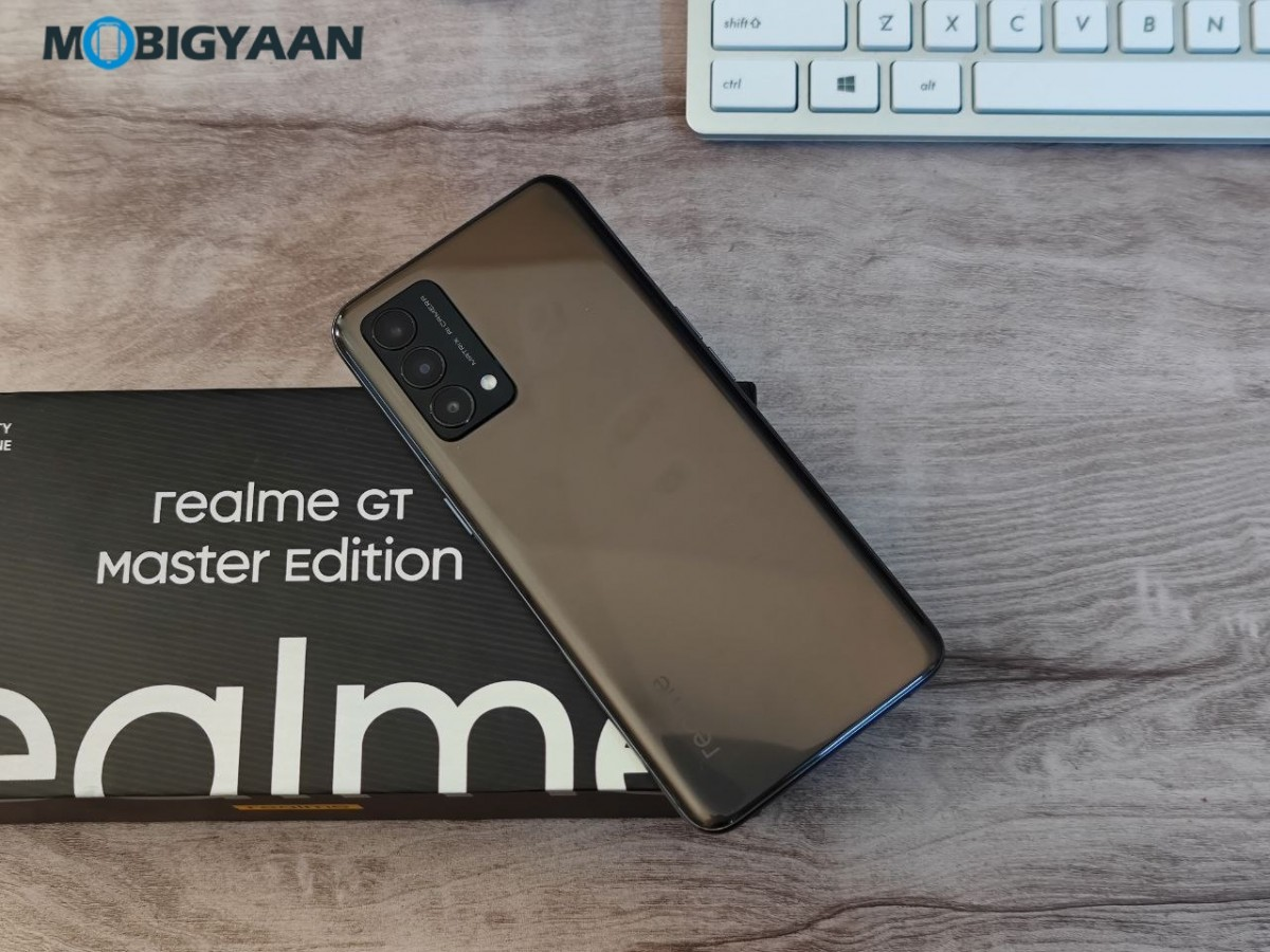realme-GT-Master-Edition-Review-Design-Display-1