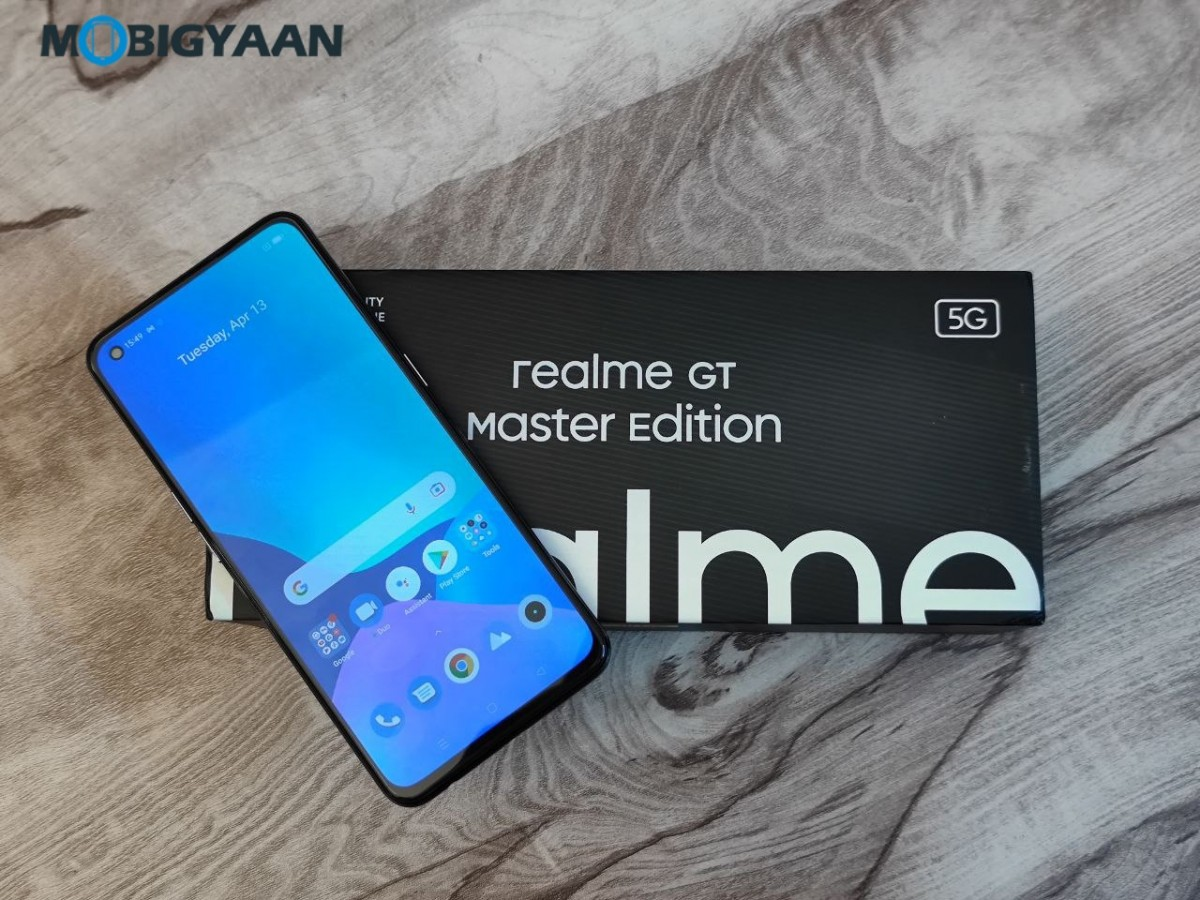 realme-GT-Master-Edition-Review-Design-Display-2