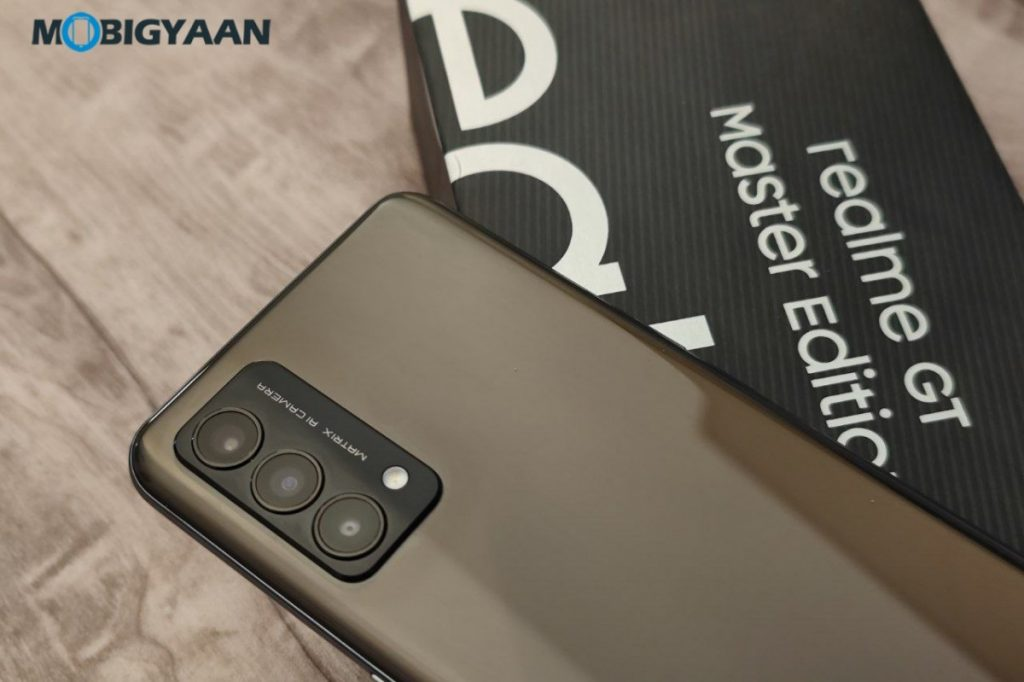realme-GT-Master-Edition-Review-Design-Display-5-1024x682