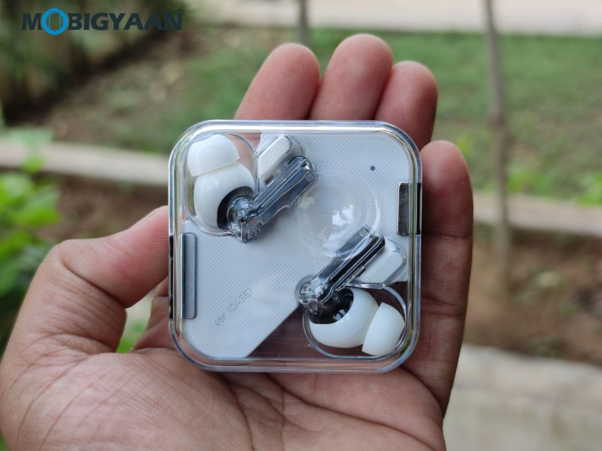 Nothing-ear-1-Review-Earbuds-Design-9