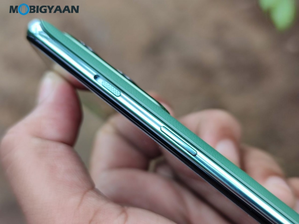 OnePlus-Nord-2-5G-Review-Design-12