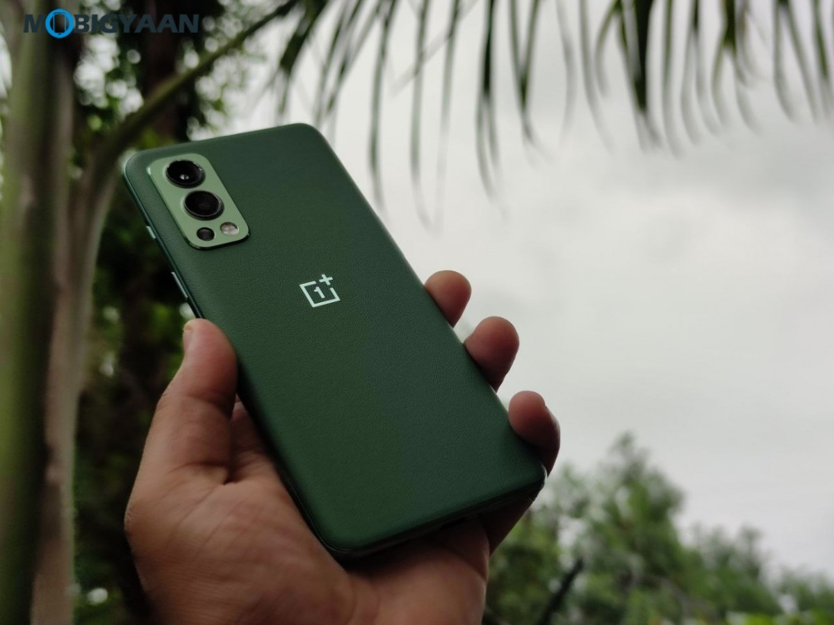 OnePlus-Nord-2-5G-Review-Design-4