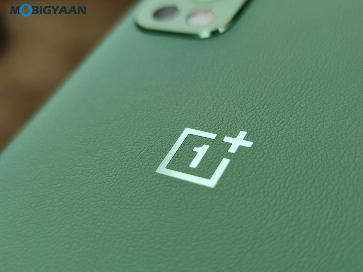 OnePlus-Nord-2-5G-Review-Design-8